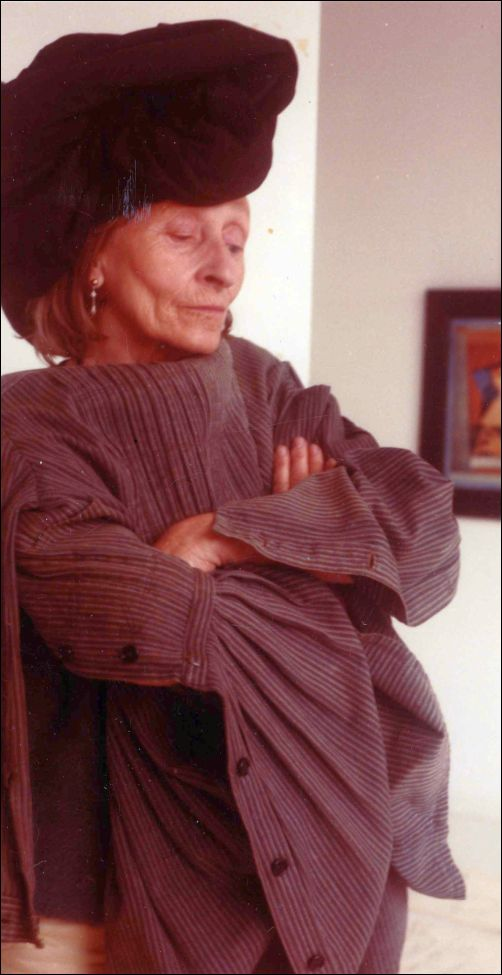 Gisèle d'Ailly met tulband en Griekse kiel (detail van een foto op besproken website)