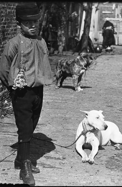 Willem Olie met hond (detail). Foto Jacob Olie, collectie Stadsarchief Amsterdam