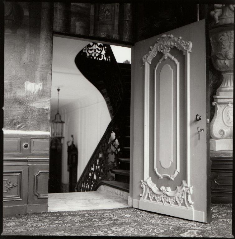 De deur van de zaal naar de gang. Foto Marie-Jeanne van Hövell tot Westerflier