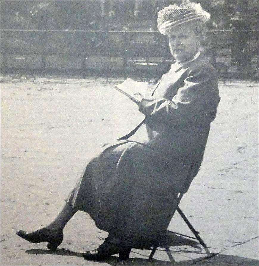 Jkvr. C.H. de Jonge, kostuumhistorica en directrice van het Centraal Museum, Utrecht
