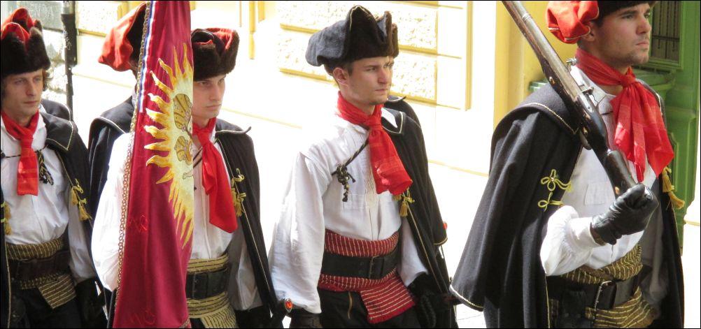 Militaire parade in Zagreb (foto Wikimedia Commons)
