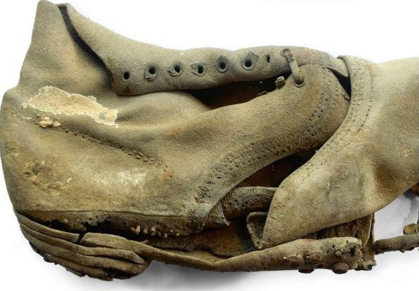 19de-eeuwse molière, gevonden tussen twee vakwerkhuizen in Waterop, in het Gulpdal (detail). Foto RCE.